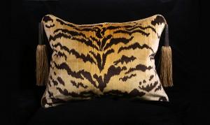 Animal Print, Silk Velvet Tigre Decorative Throw Pillows